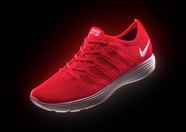Nike Flyknit in red