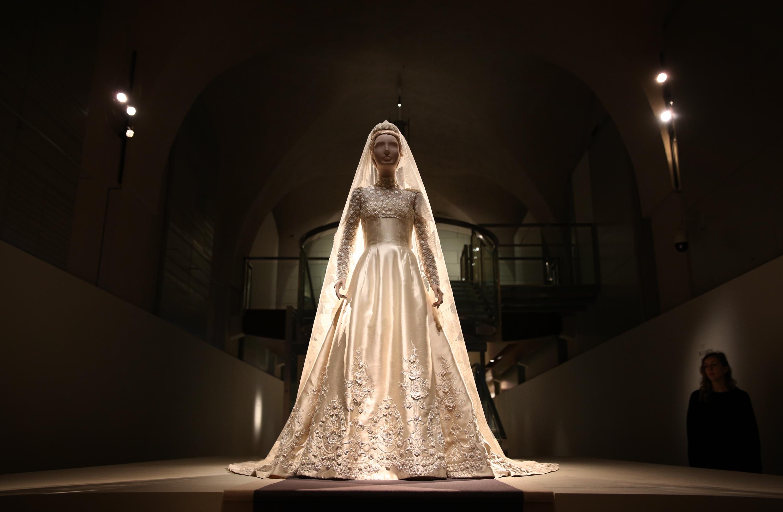 1962: Valentino wedding dress