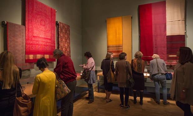 Display of dyed fabrics