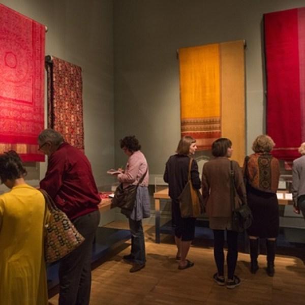 Display of dyed fabrics