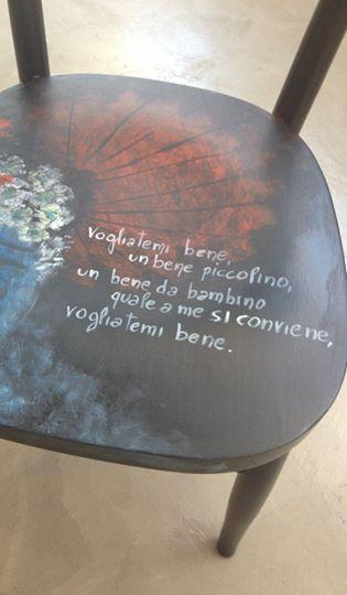 sedie da pranzo bianche, design nordico, sedie tulip per soggiorno, salotto, ufficio o terrazza, schienale ergonomico, seduta imbottita e gambe in legno, stile scandinavo, bianco. Sedie Decorate A Mano Operaunica Set Di 4 Sedute Pezzi Unici