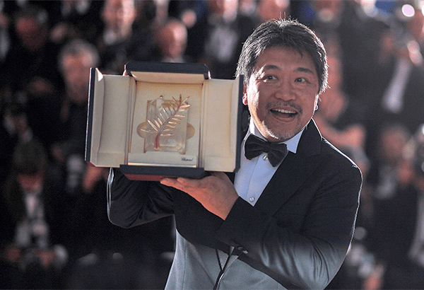 Director hirokazu kore eda receiving his prize