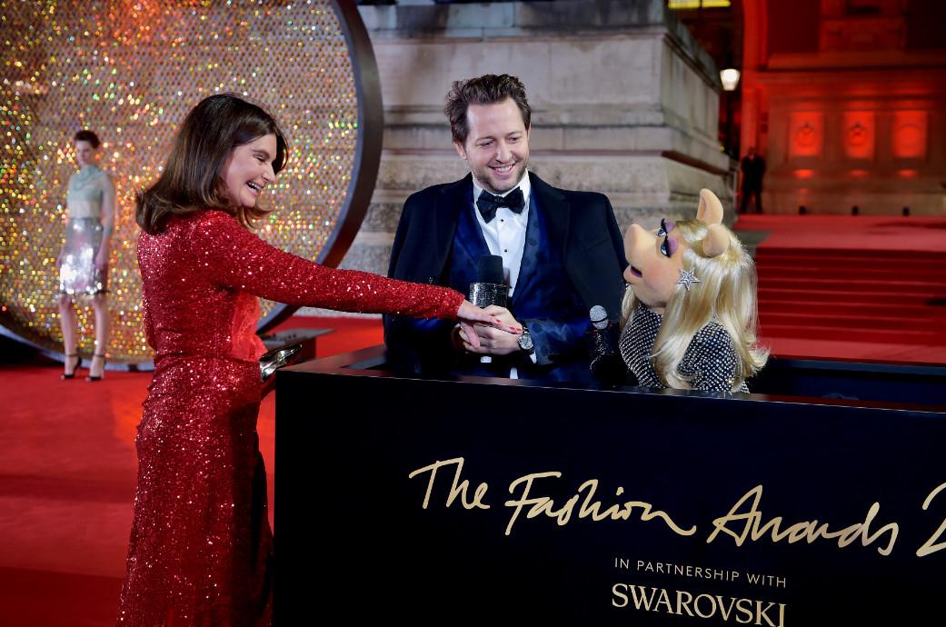 Dame natalie massenet, derek blasberg and miss piggy attend the british fashion awards 2017 in partnership with swarovski (british fashion council)