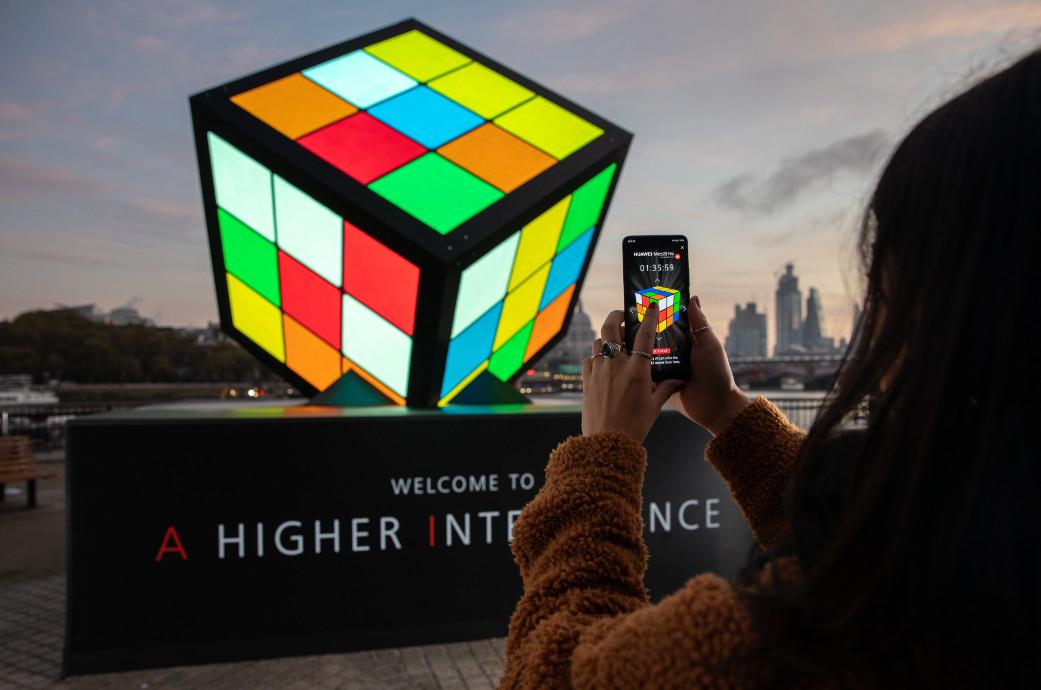 Huawei Mate 20  rubiks cube london