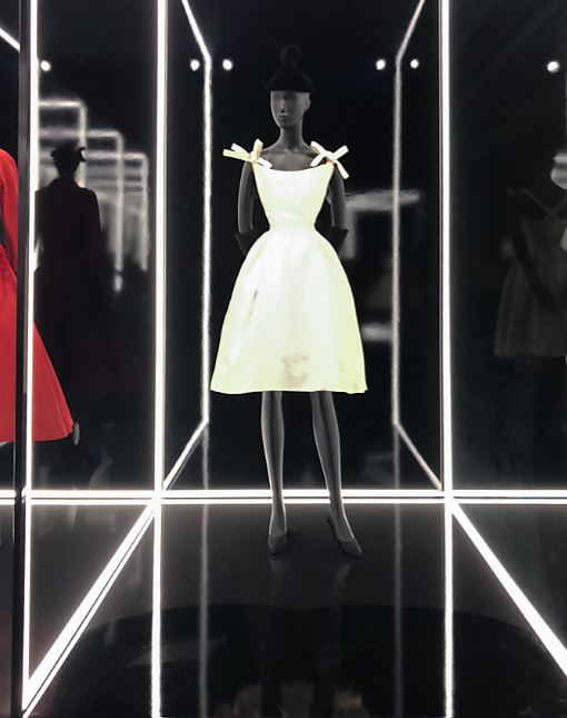 Christian dior exhibition 2019 uk (5)