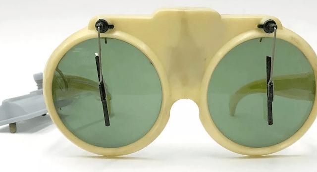 Elton glasses a