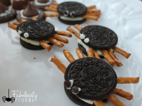 These Oreo Spiders are really easy to make! Super fun treat for the Halloween party at school!