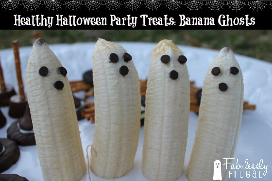 I love it when there are some healthy Halloween party treat alternatives! These bananas are so CUTE! They are super simple to make too. The kids can make them as a Halloween party craft or you can easily make them ahead of time for a party.