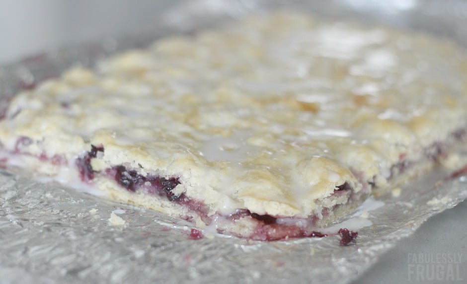 Finished blackberry pie bars