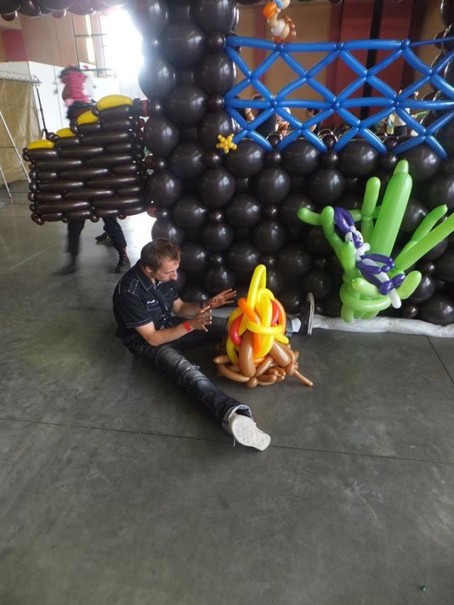 Sculpteur de ballons cyril cartel