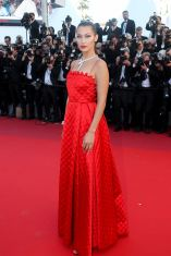 """Bella Hadid - Montée des marches du film """"Okja"""" lors du 70ème Festival International du Film de Cannes. Le 19 mai 2017. © Borde-Jacovides-Moreau / Bestimage Red carpet for the movie """"Okja"""" during the 70th Cannes International Film festival. On may 19th 2017"""