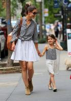 fashion-2013-05-03-katie-holmes-suri-cruise-main