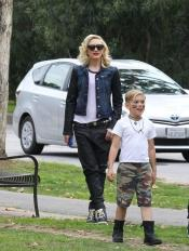 fashion-2013-05-24-gwen-stefani-kingston-rossdale-main