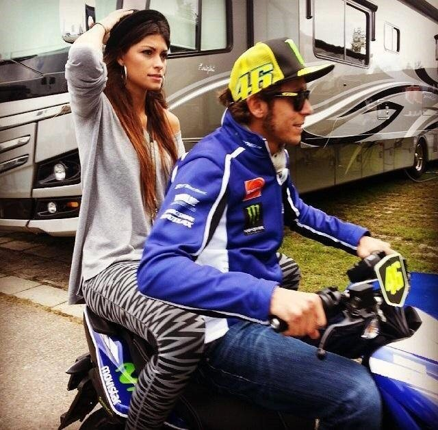 Linda Morselli Valentino Rossi girlfriend pictures - Umbrella Girl Cantik Pacari Para Pembalap MotoGP