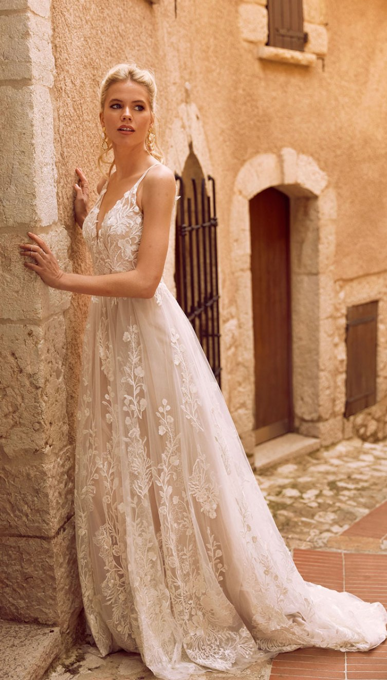 A perfect secret garden wedding gown  - rich botannical embroidered lace appliques  #weddinggown