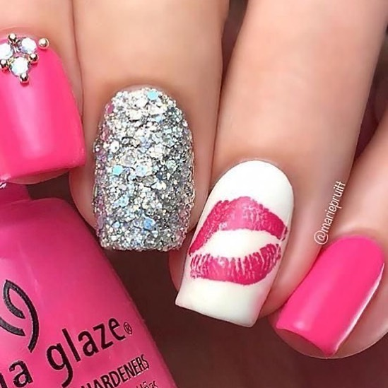 best nail art ideas for Valentine's day 2020 - 17, valentine nails 2020, valentines day nails 2020, valentine's day acrylic nails, valentine gel nails, valentines day nails 2020, nail designs, heart nail art , pink nail art, pink nail colors, simple heart nail designs, easy heart nail art, heart nail designs for short nails, heart tip nails, heart toe nail designs, pink nails with red hearts