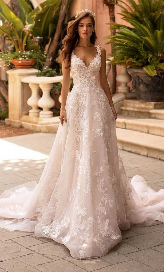 sleeveless a line wedding dress, lace wedding dress, lace wedding gown, spaghetti strap a line wedding dress #weddingdresses #weddinggown #weddingdress #bridaldress