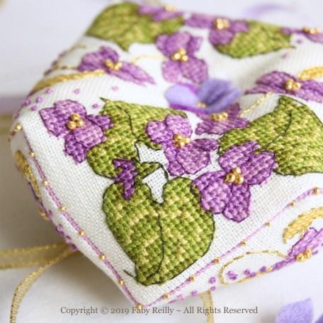 Violet Biscornu – Faby Reilly Desings