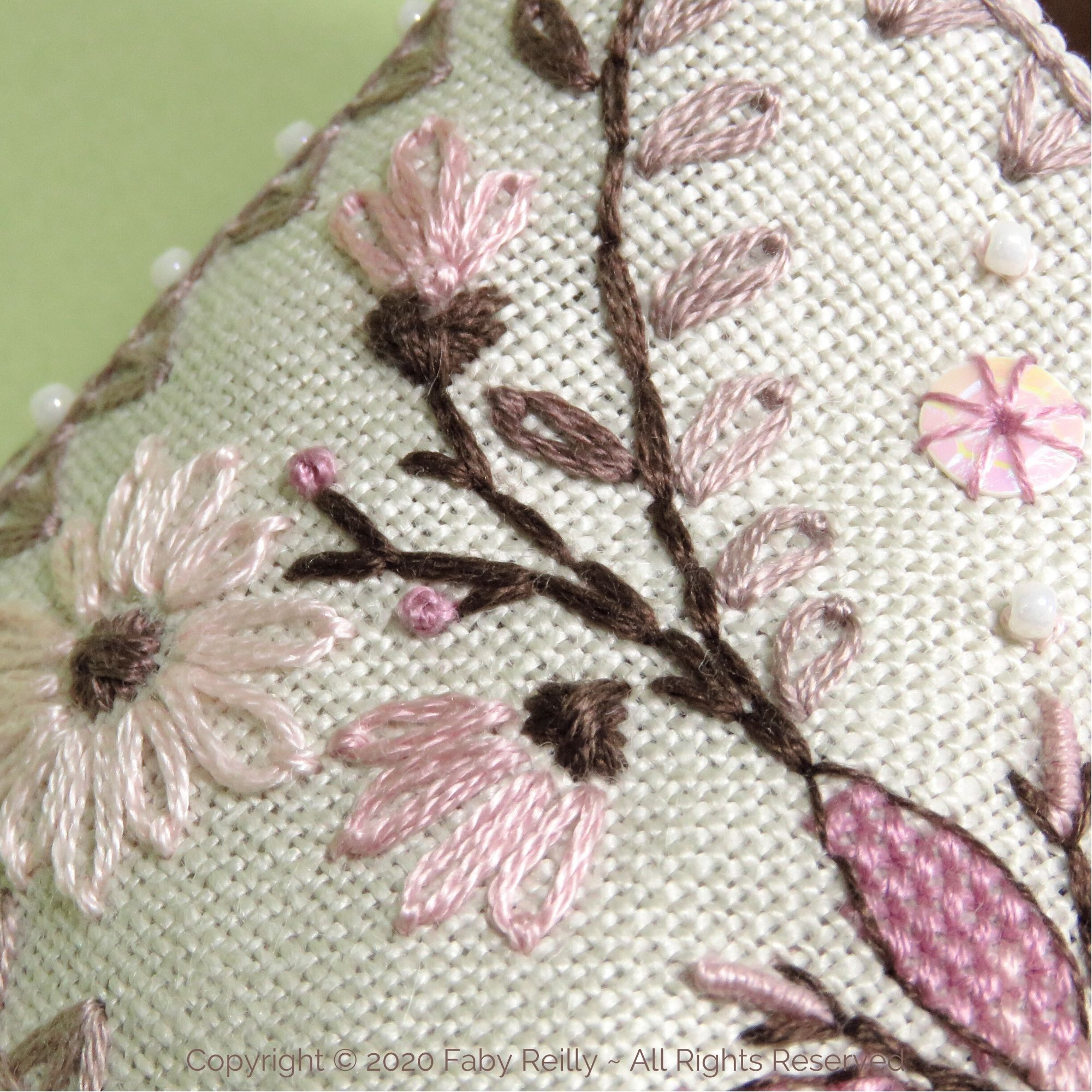 Daisy BiscoBourse - Faby Reilly Designs