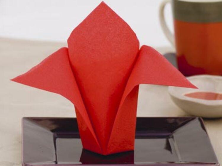 pliage de serviettes l avion pliage de serviettes toutes les etapes femme actuelle le mag