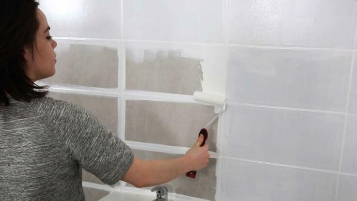 Peinture de salle de bain  comment relooker le carrelage mural  Femme Actuelle Le MAG