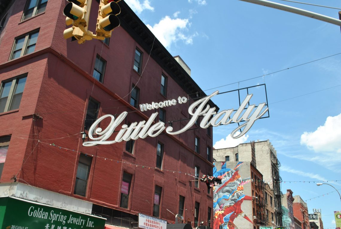 Insegna little Italy.