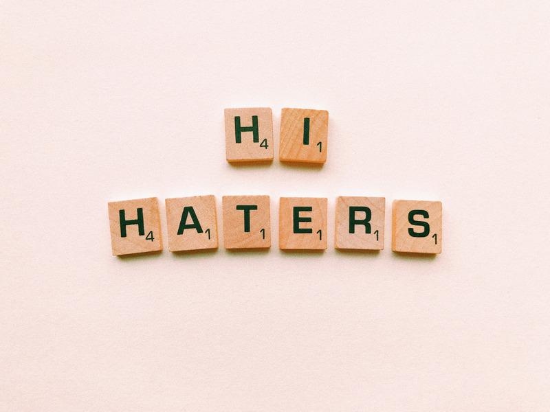 I matti su internet e quello che forse non abbiamo ancora capito di haters e trolls
