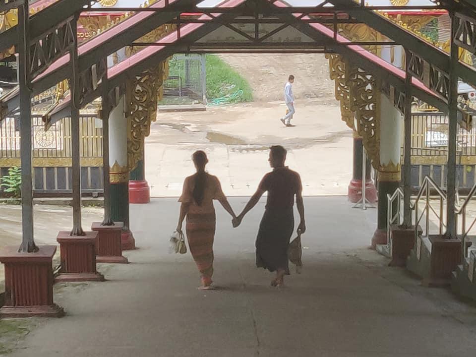viaggio a yangon, cosa fare in birmania, cosa fare a yangon, mercati di yangon, pagoda di yangon, cosa fare in myanmar, myanmar pericoloso, pagoda myanmar, pagoda yangon. uomini con la gonna in myanmar, gonna a yangon, uomini con la gonna, coppie in myanmar