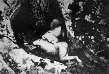 Поклана и искасапљена српска дјеца од усташа у Грачацу. Звјерство фотографисали италијански војници.