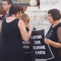 НА ТРГУ РЕПУБЛИКЕ ПОНОВО «РАЗАПИЊАЊЕ» СРБИЈЕ ОД СТРАНЕ ЖЕНА У ЦРНОМ