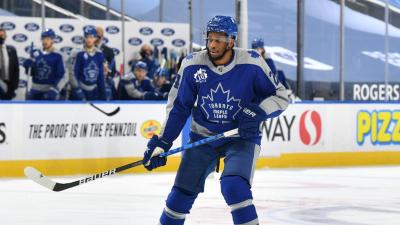 Leafs sign Wayne Simmonds to two-year contract extension