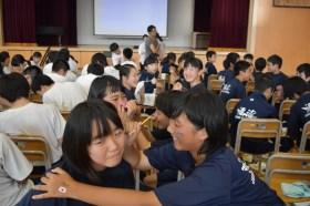 宮城県渡波中学校フェイスペインティング講習会の画像