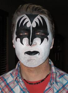 Kiss Face Painting