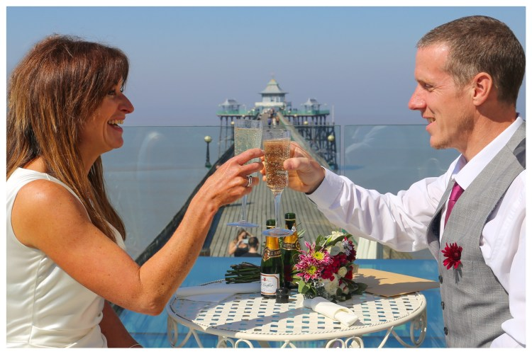 Cheers on viewing deck 2[2739].jpg