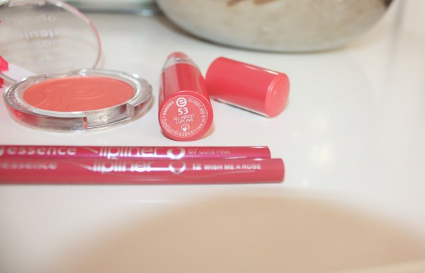 Essence Lip Liners in Cute Pink-Wish Me A Rose-Brand Overview-Essence Cosmetics004