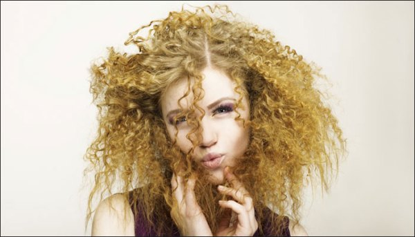 frizzy-hair-Hot Weather Hair Tips-Summer Hair Care-003