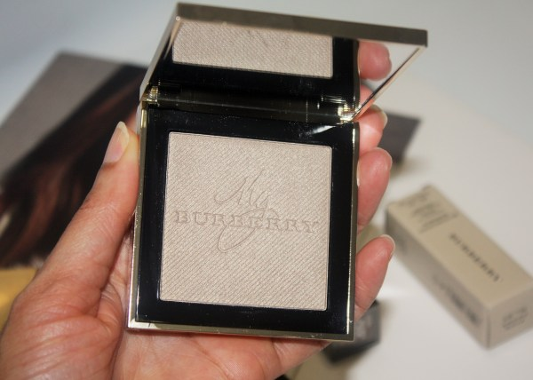 burberry_goldglowpowder-BURBERRY-Gold-Glow-Fragranced-Luminising-Powder003