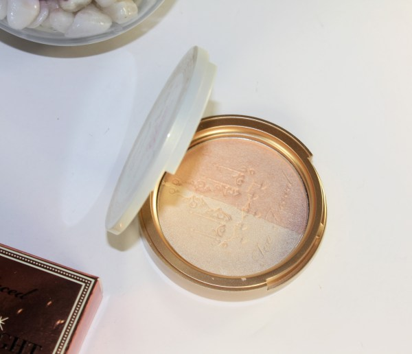 Too Faced Candlelight Glow Highlighting Powder Duo in Warm Glow-toofaced-warmglow003