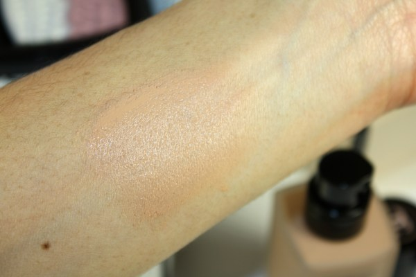 chanel-les-beiges-healthy-glow-foundation-005