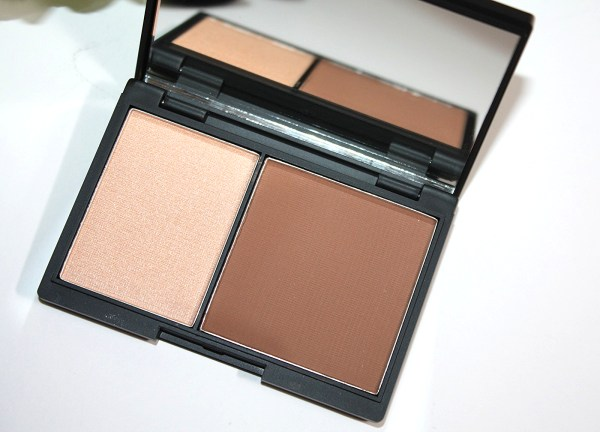 Niki Garret Contour and Highlighter Duo Review-003