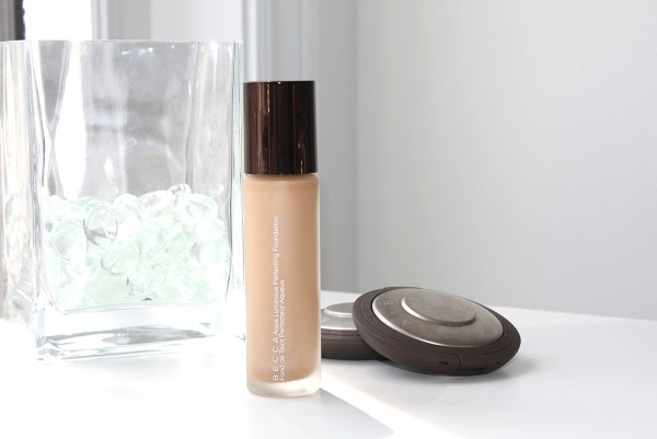 becca-aqua-luminous-perfecting-foundation