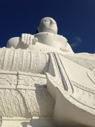 the white Buddha is STILL white. MAYBE they're going to leave it gloriously white!!??