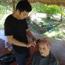 Chuan cutting Dianna's newly dyed pink hair.