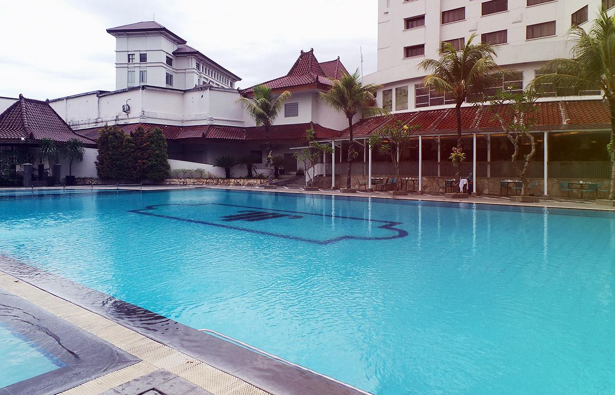 kolam renang sunan 4