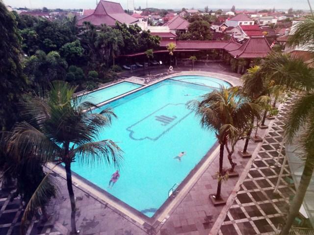 kolam renang sunan hotel solo