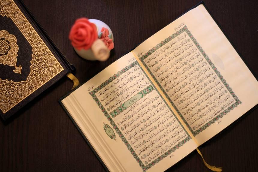 Menikmati Hidup dengan Mengakrabi Al-Qur'an