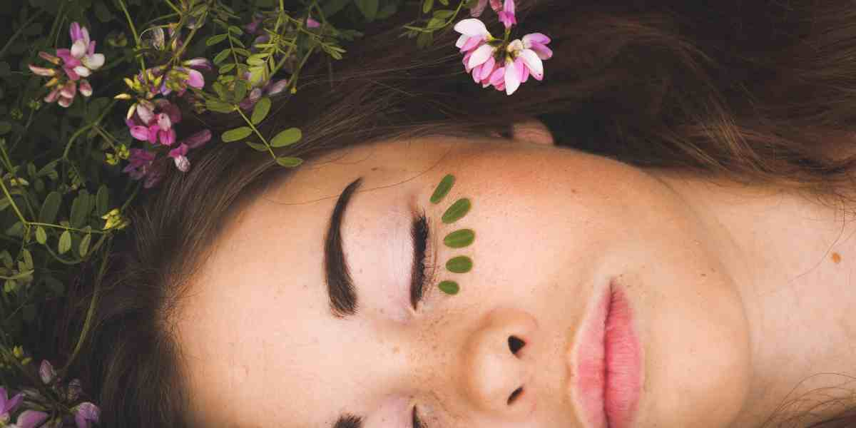 The Aromatherapy Facial Steps and Effects on Skin