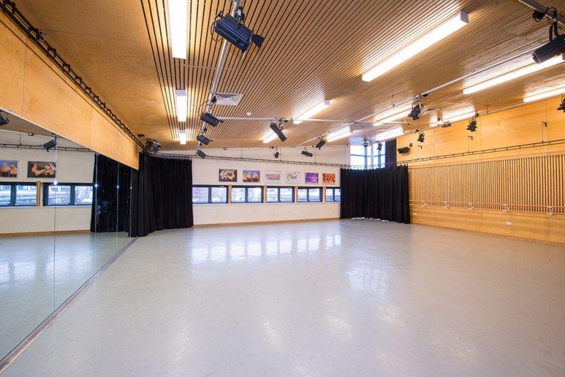 dance-studio-gallery04