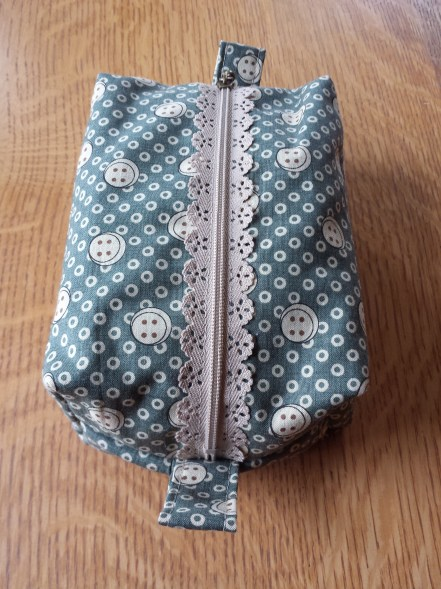 boxy pouch with vintage liberty lining