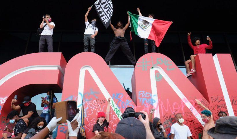 CNN-HEADQUARTERS-ATLANTA-VANDALIZE-PROTESTERS-FLOYD
